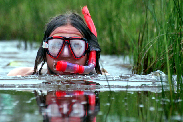 Anne snorkelt doorhet Moeras in Wales